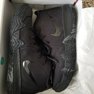 Nike Shoes | Kyrie 4 Blackout Size 10